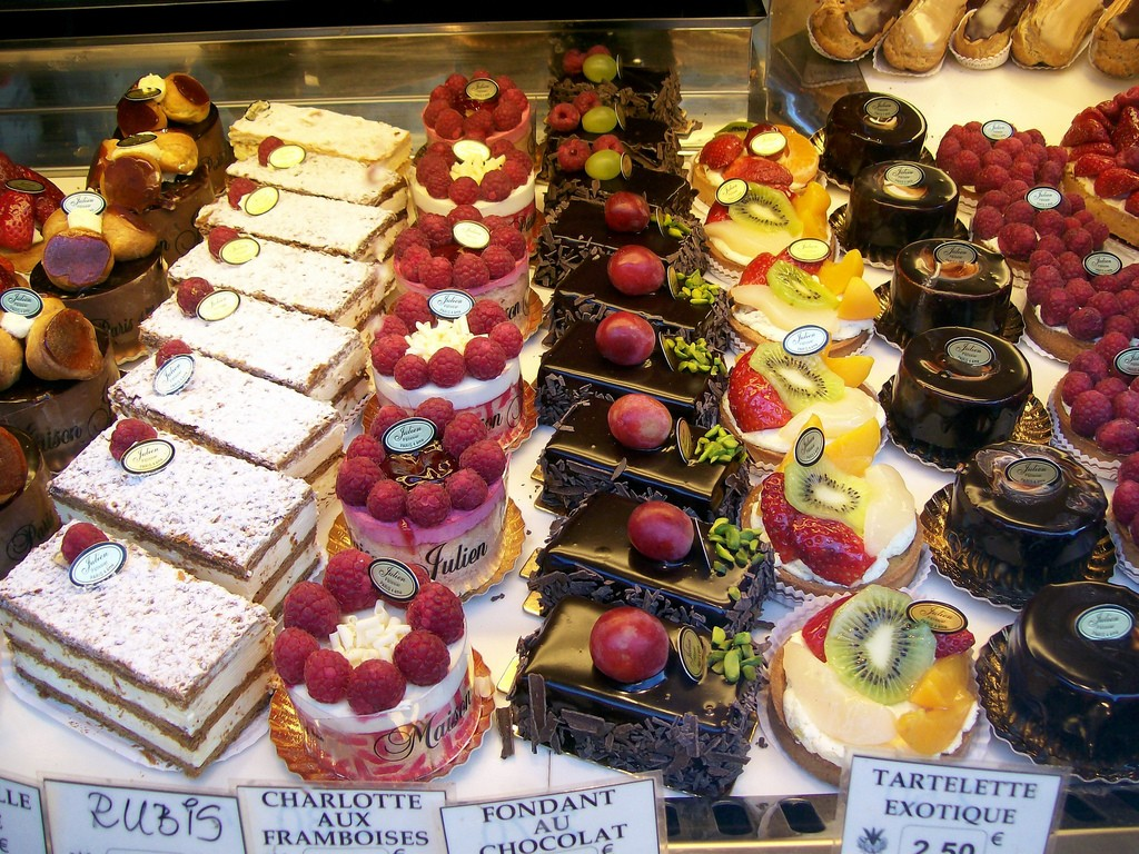Exquisite French pastry in Paris; photo by Zhu.
