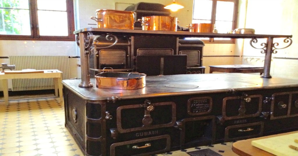 The beautiful oven in the Camondo kitchen ~ not exactly like the one they cook on at a cowboy festival.