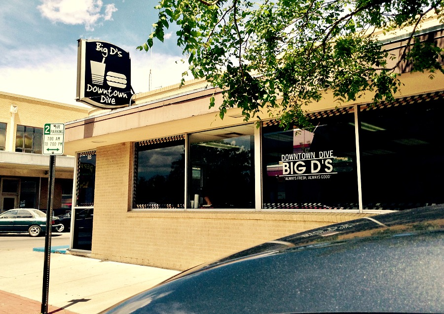 Dining at delicious Big D's Downtown Dive, along with alien spotting, is one of the most popular things to do in Roswell, NM.